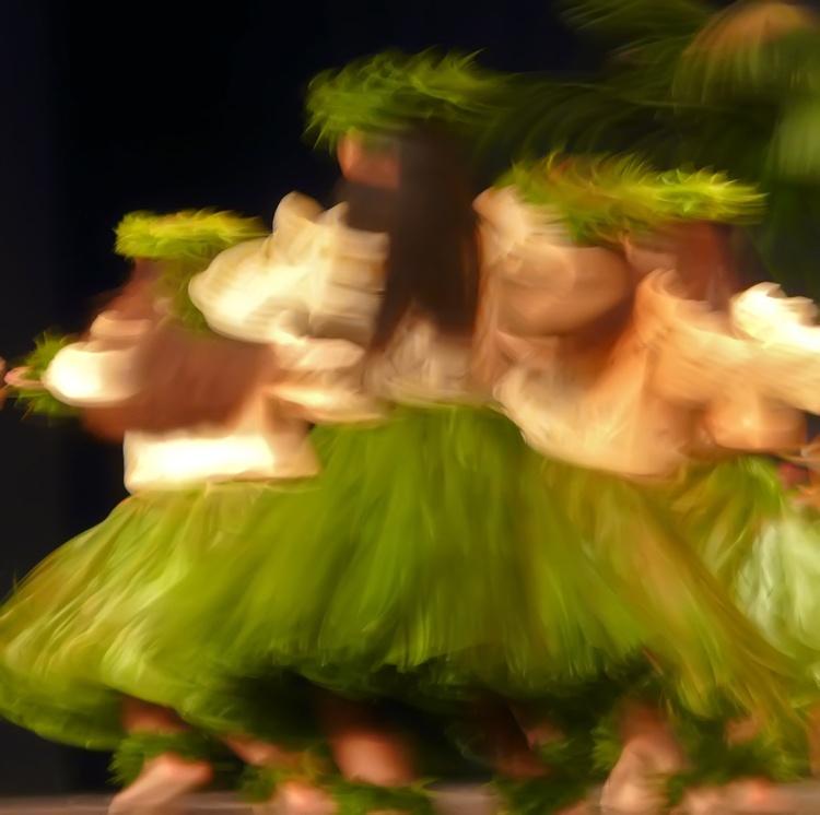 Hula Kahiko Movement © lynette sheppard